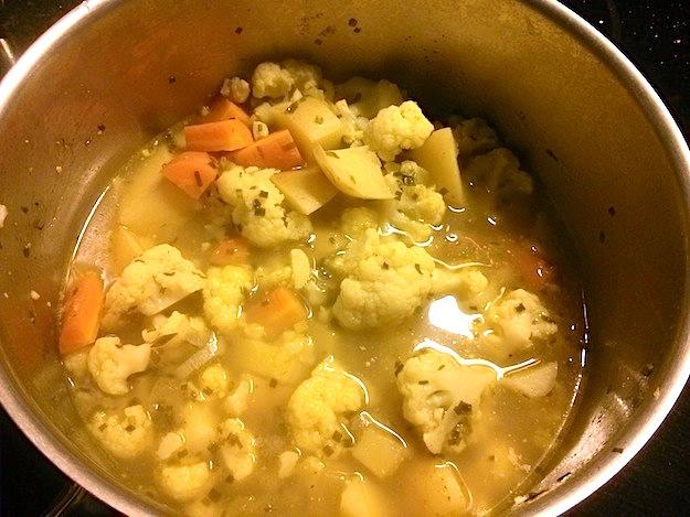 Bild zum Rezept Blumenkohl-Curry-Suppe. Fertig gegartes Gemüse.